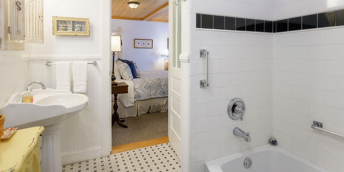 Blue Ridge Room bath